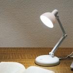 タッチセンサー式調光LEDデスクライト